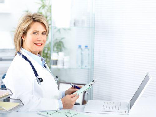 ako oznámiť tehotenstvo - lekár